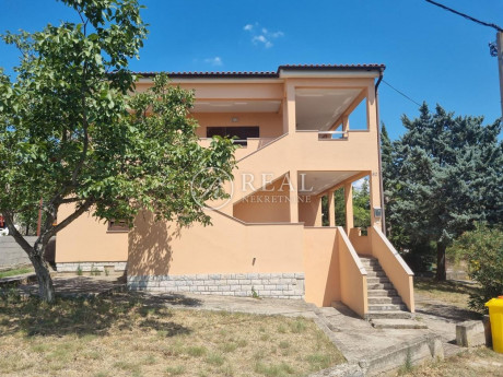 House, 246m², Plot 290m²