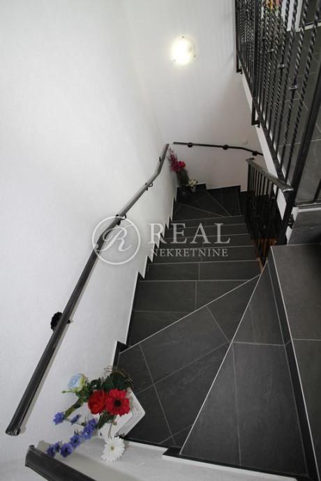 House, 380m², Plot 550m²