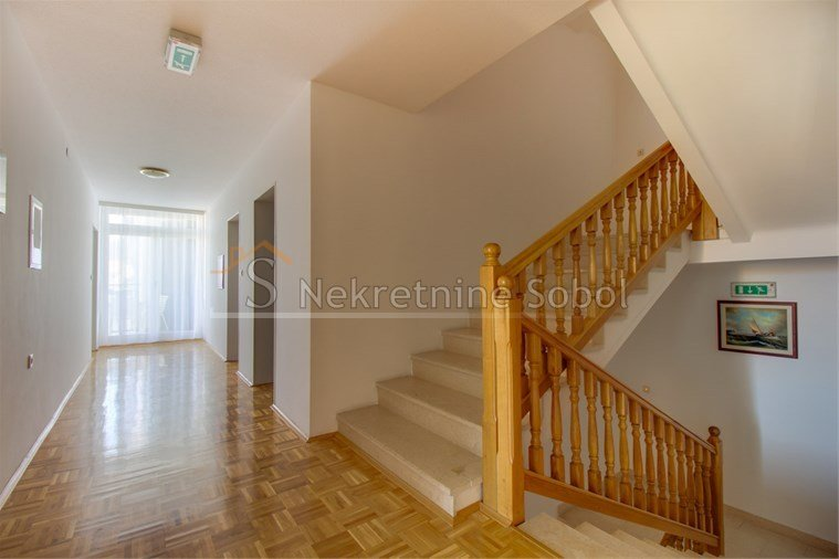 House, 680m², Plot -m²