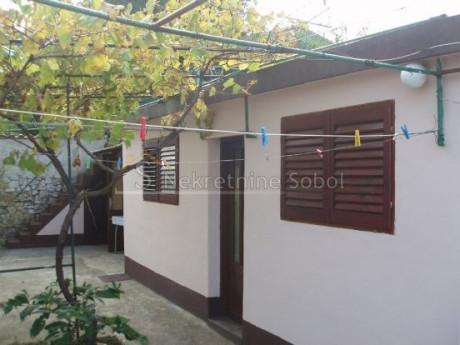 House, 240m², Plot 629m²
