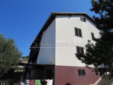 House, 380m², Plot 466m²
