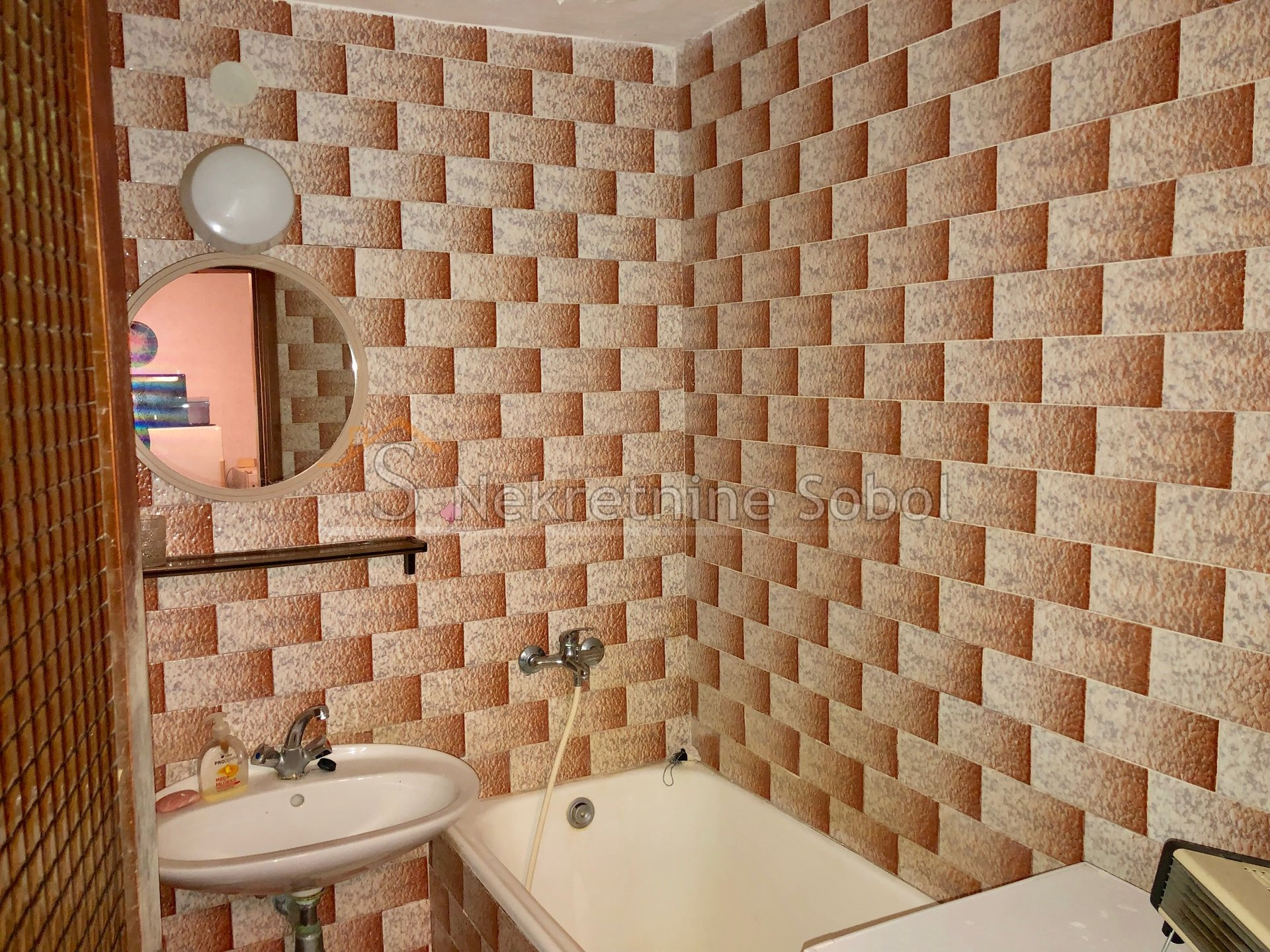 House, 200m², Plot -m²