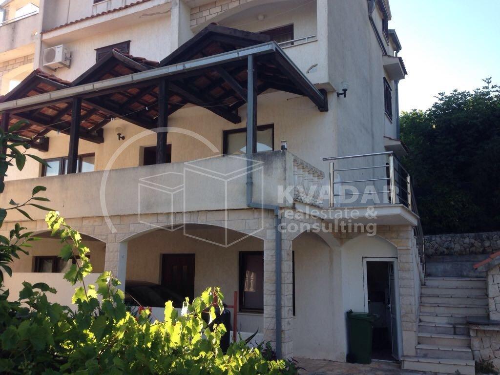 House, 383m², Plot 600m²