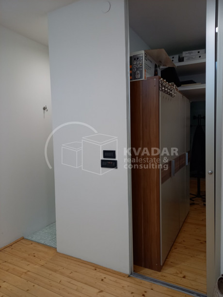 63m², Office