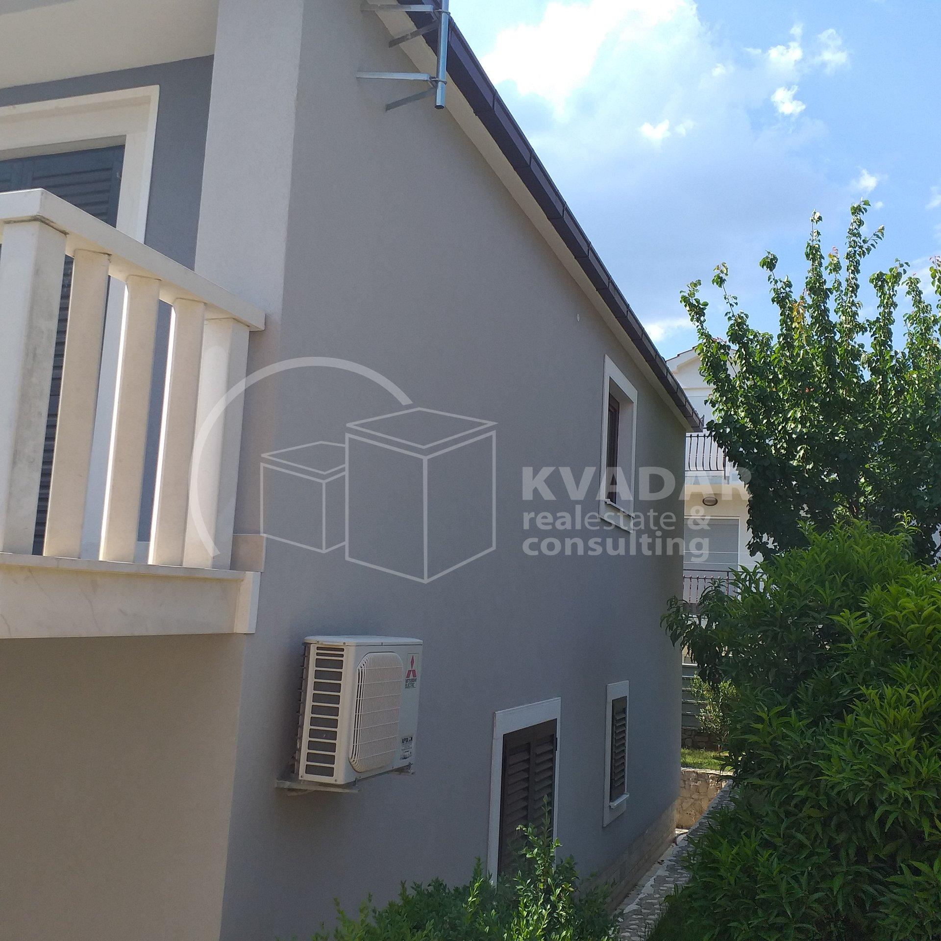 House, 200m², Plot 297m²
