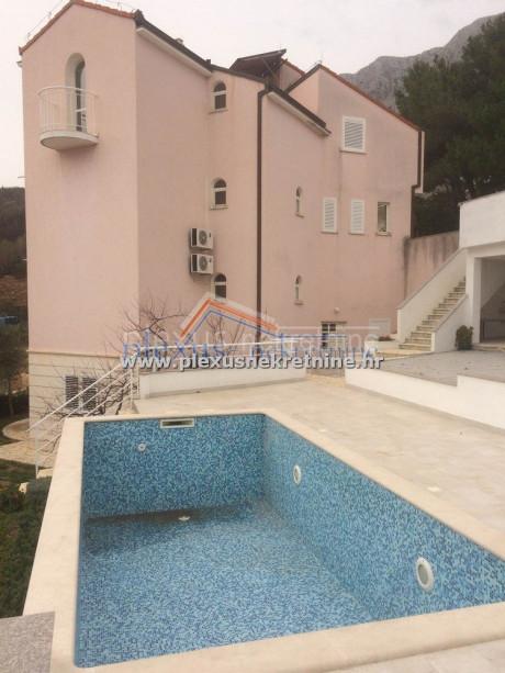 House, 800m², Plot 400m²
