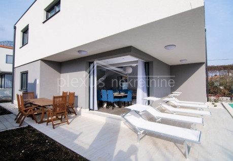 House, 202m², Plot -m²