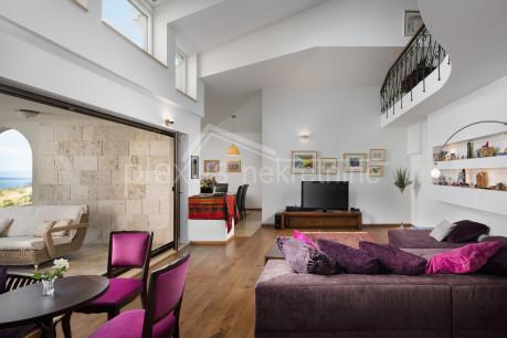 House, 680m², Plot 14200m²
