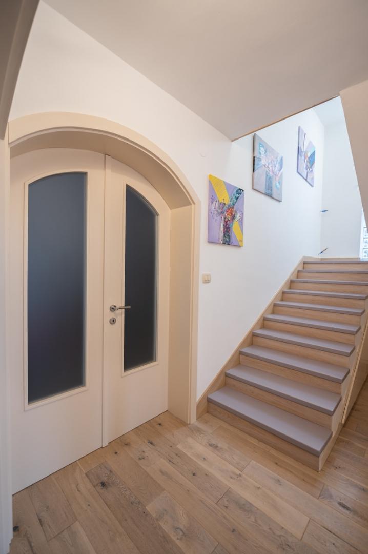House, 350m², Plot 563m²