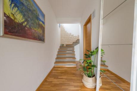 House, 205m², Plot 0m²