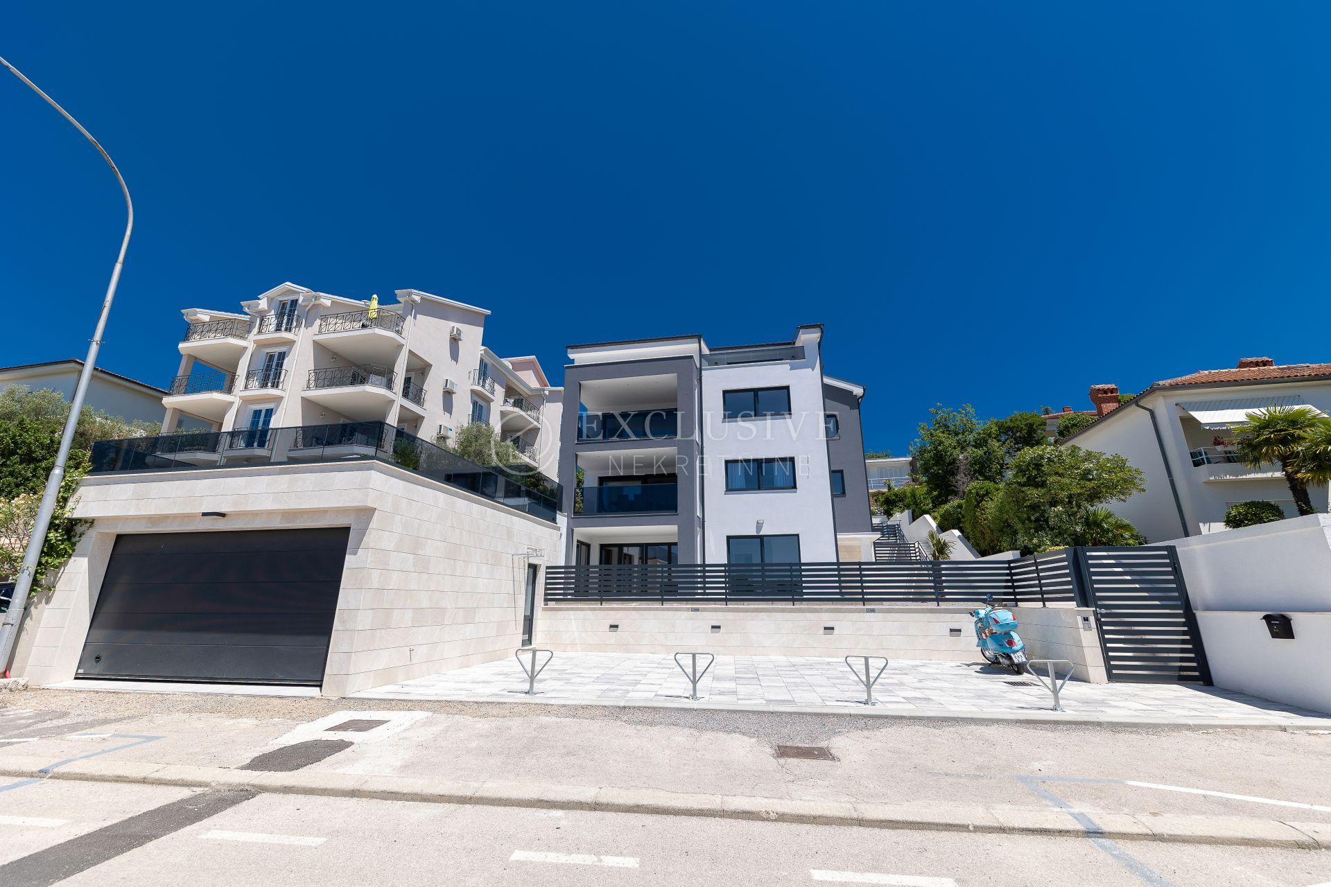 House, 550m², Plot 717m²