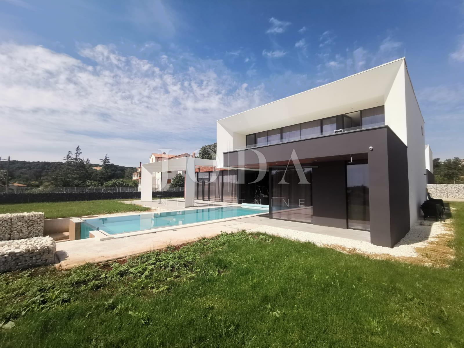 House, 256m², Plot 1100m²