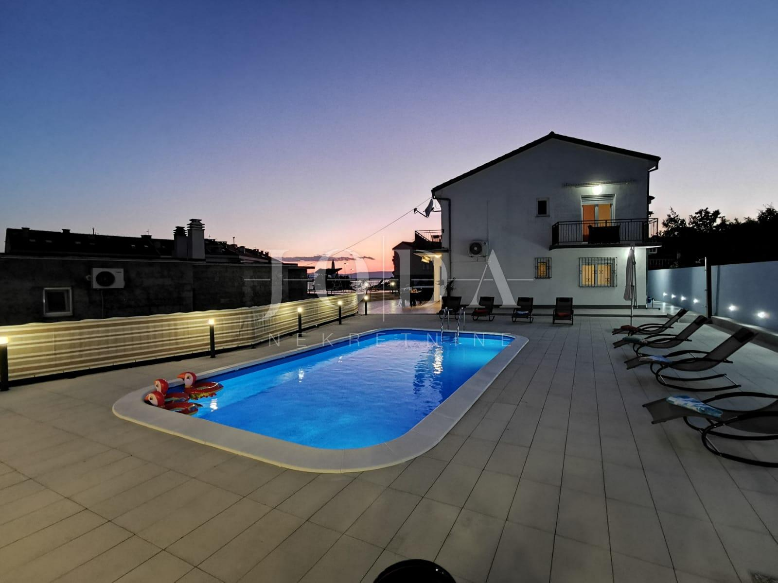 House, 240m², Plot 553m²
