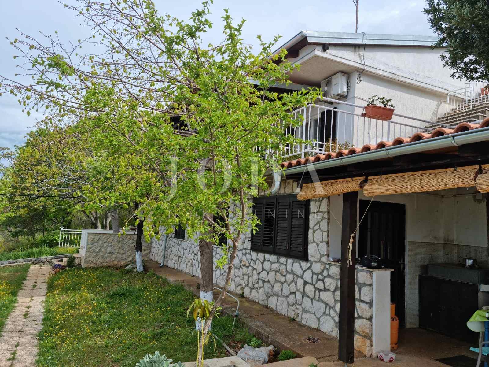 House, 174m², Plot 348m²