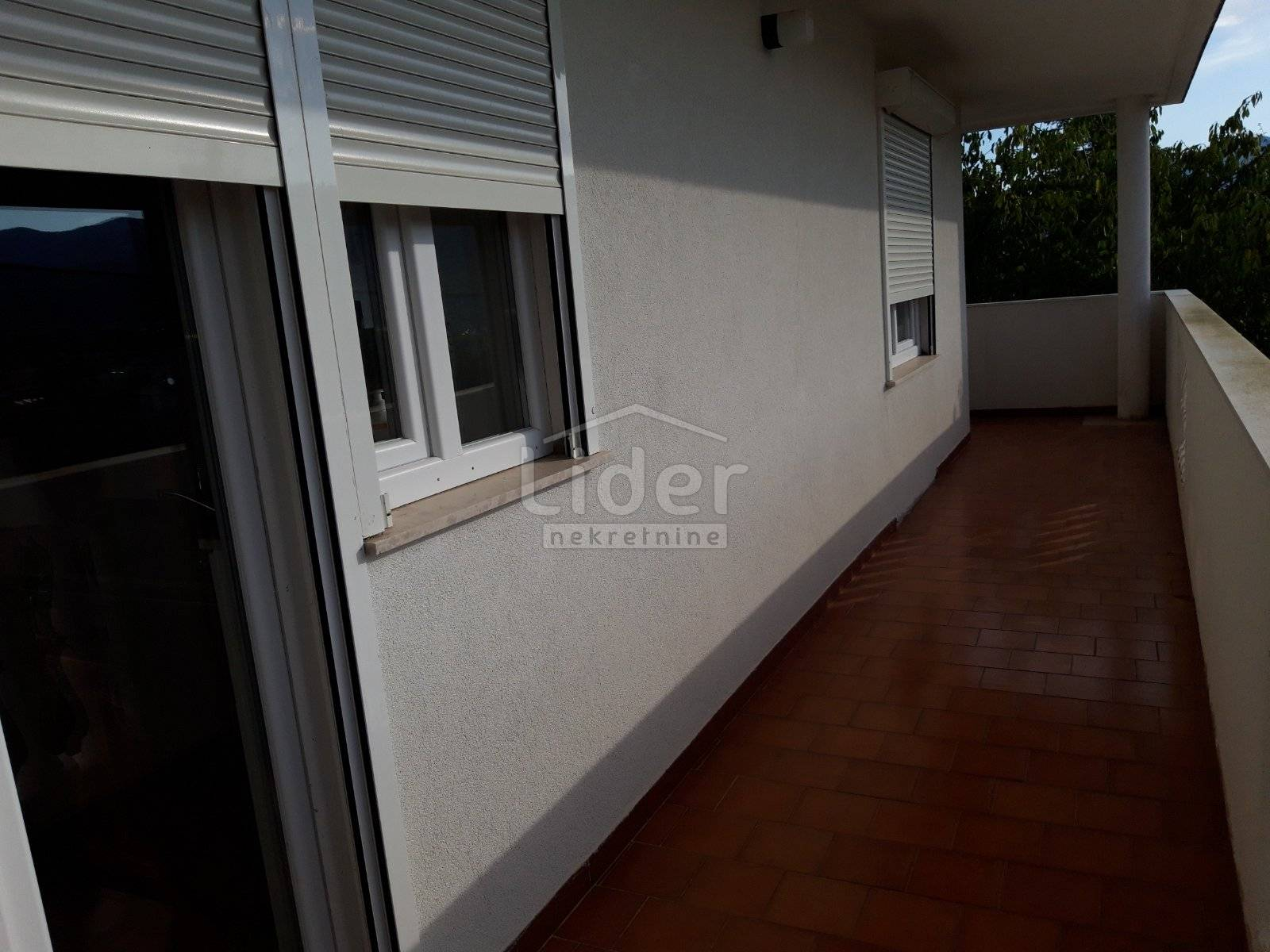 House, 397m², Plot 1366m²