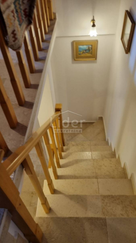 House, 238m², Plot 85m²