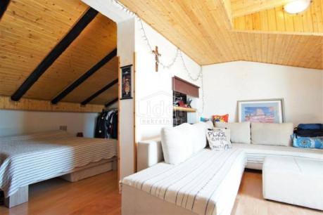 House, 427m², Plot 586m²