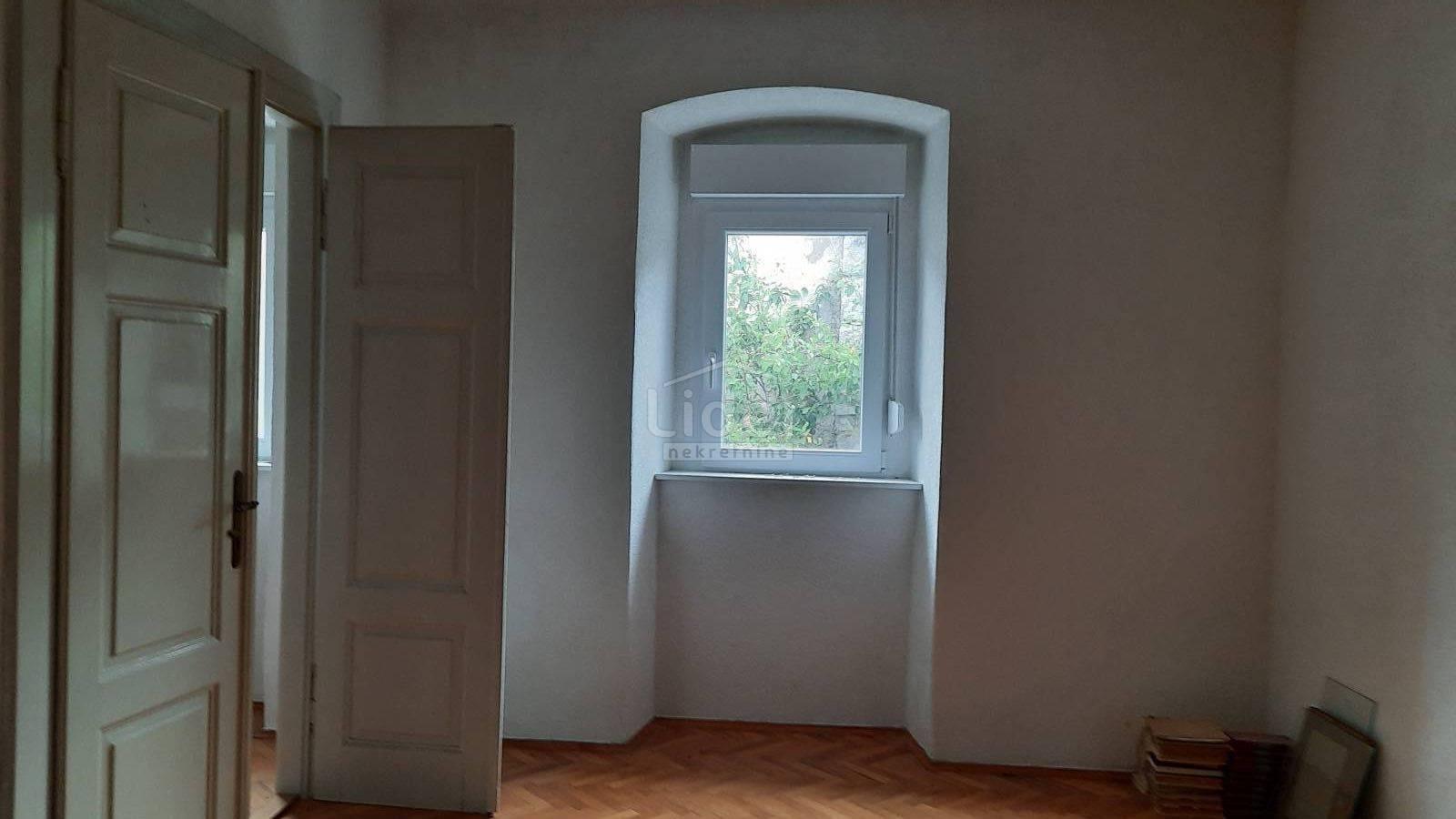 House, 100m², Plot 0m²