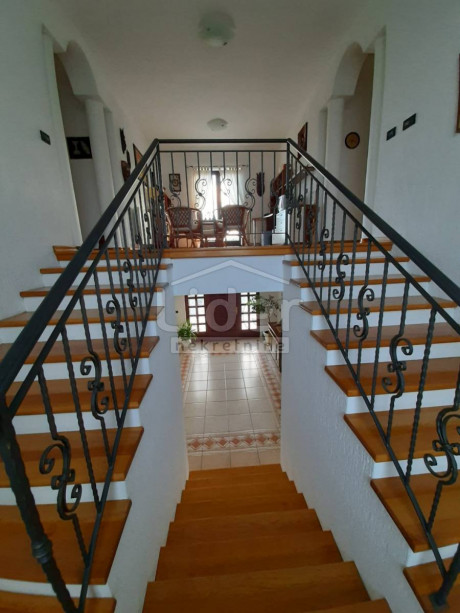 House, 400m², Plot 1200m²