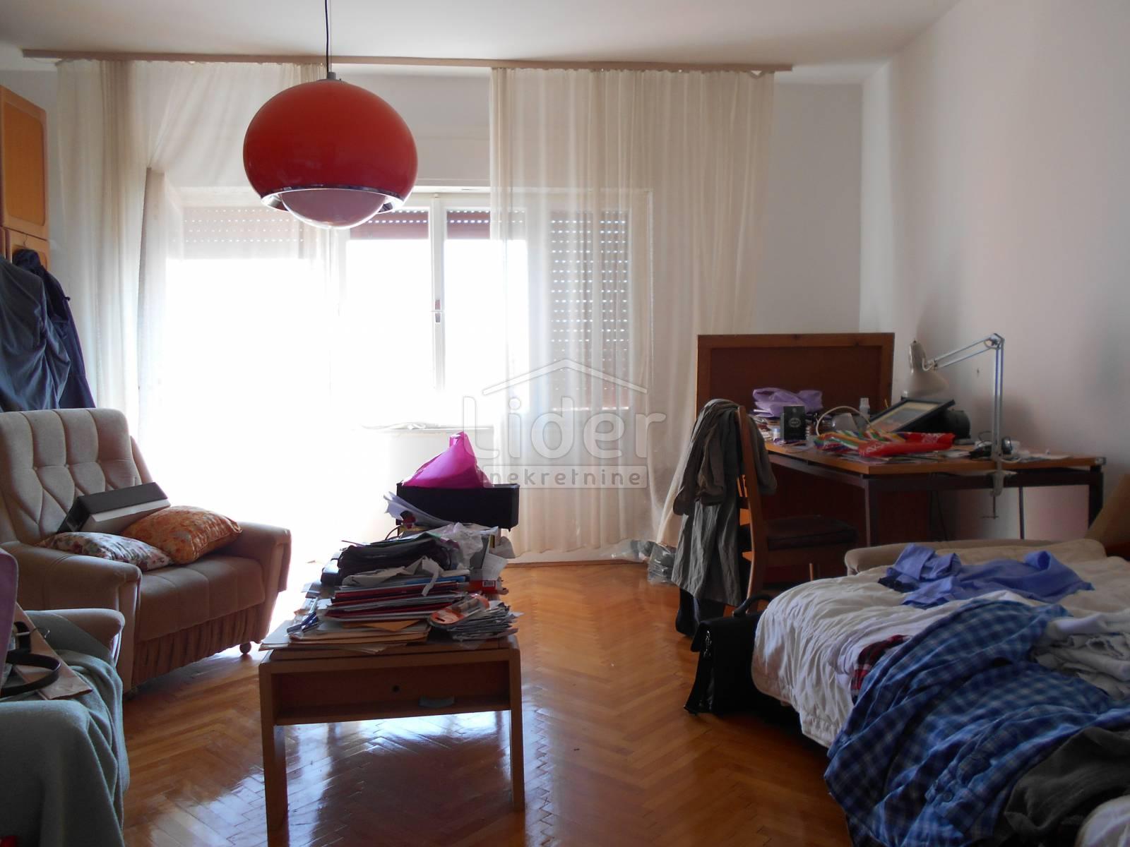 House, 190m², Plot 725m²