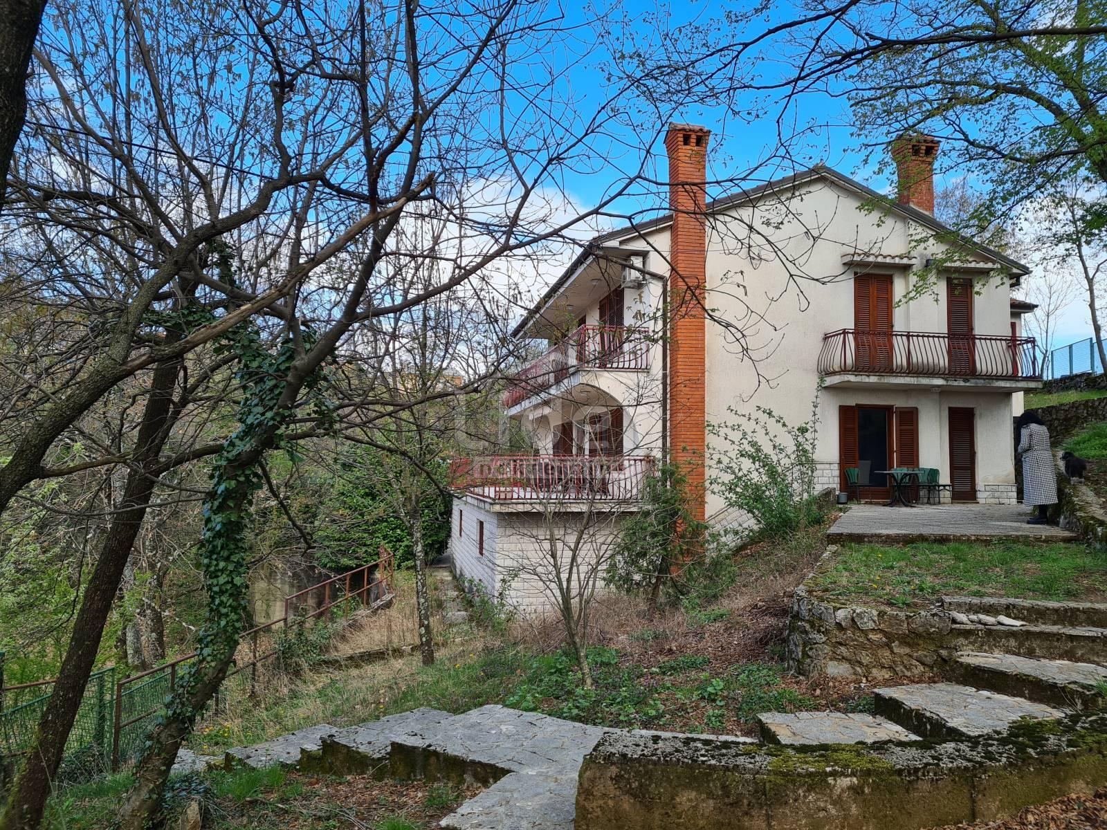 House, 200m², Plot 446m²