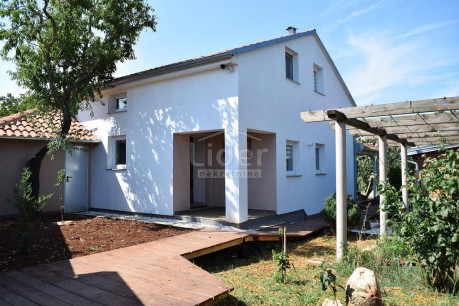 House, 150m², Plot 786m²