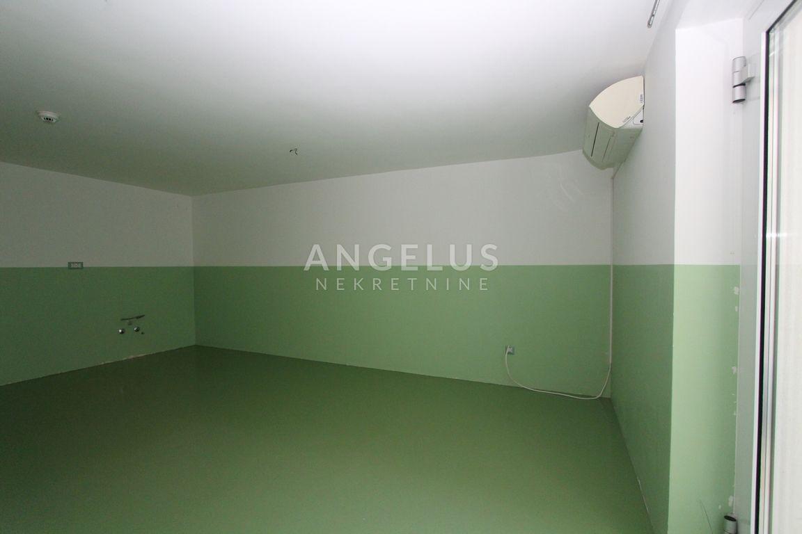 House, 400m², Plot 1050m²