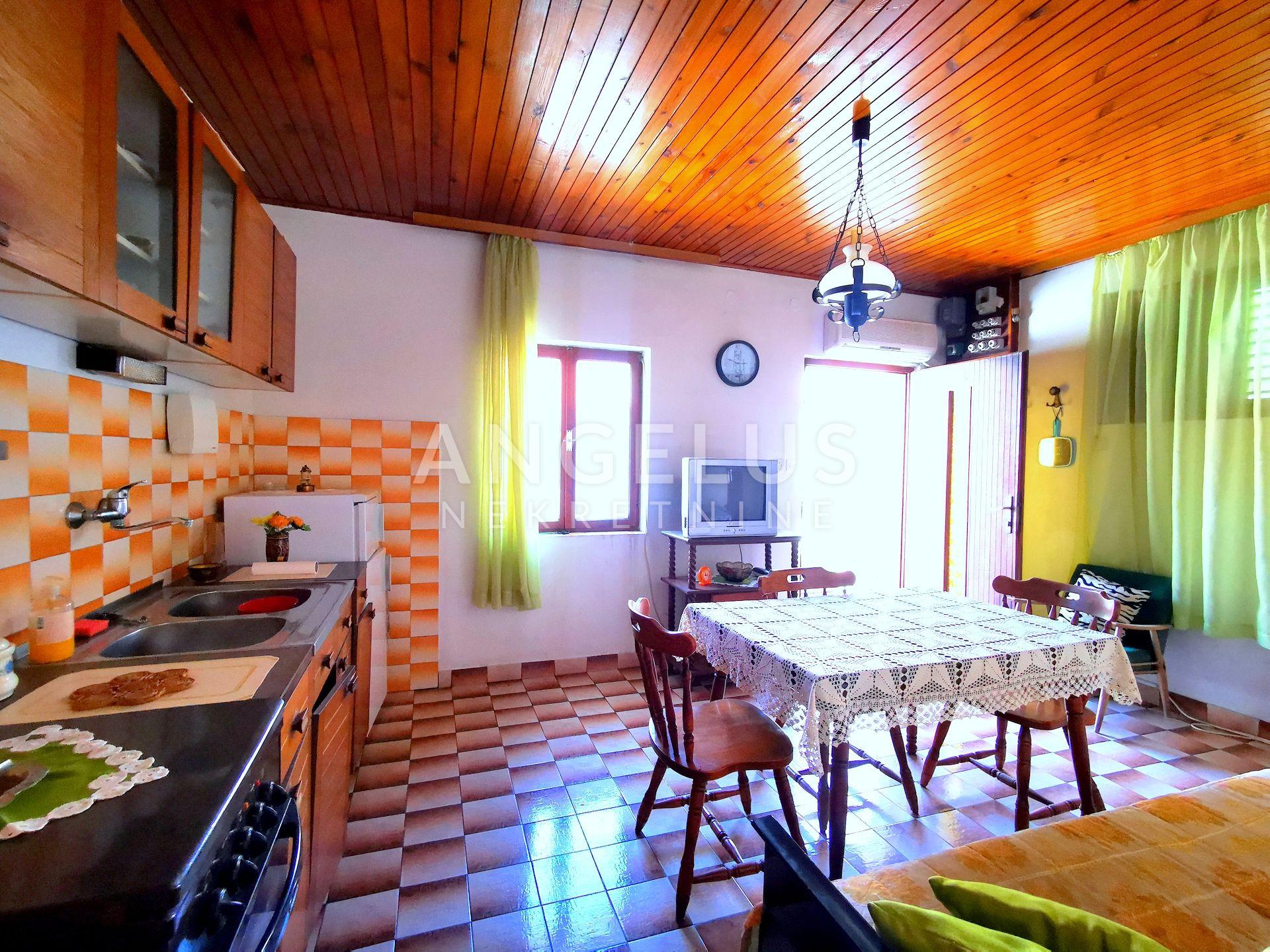 House, 120m², Plot 25m²