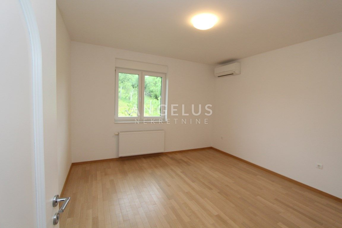 House, 390m², Plot 1300m²