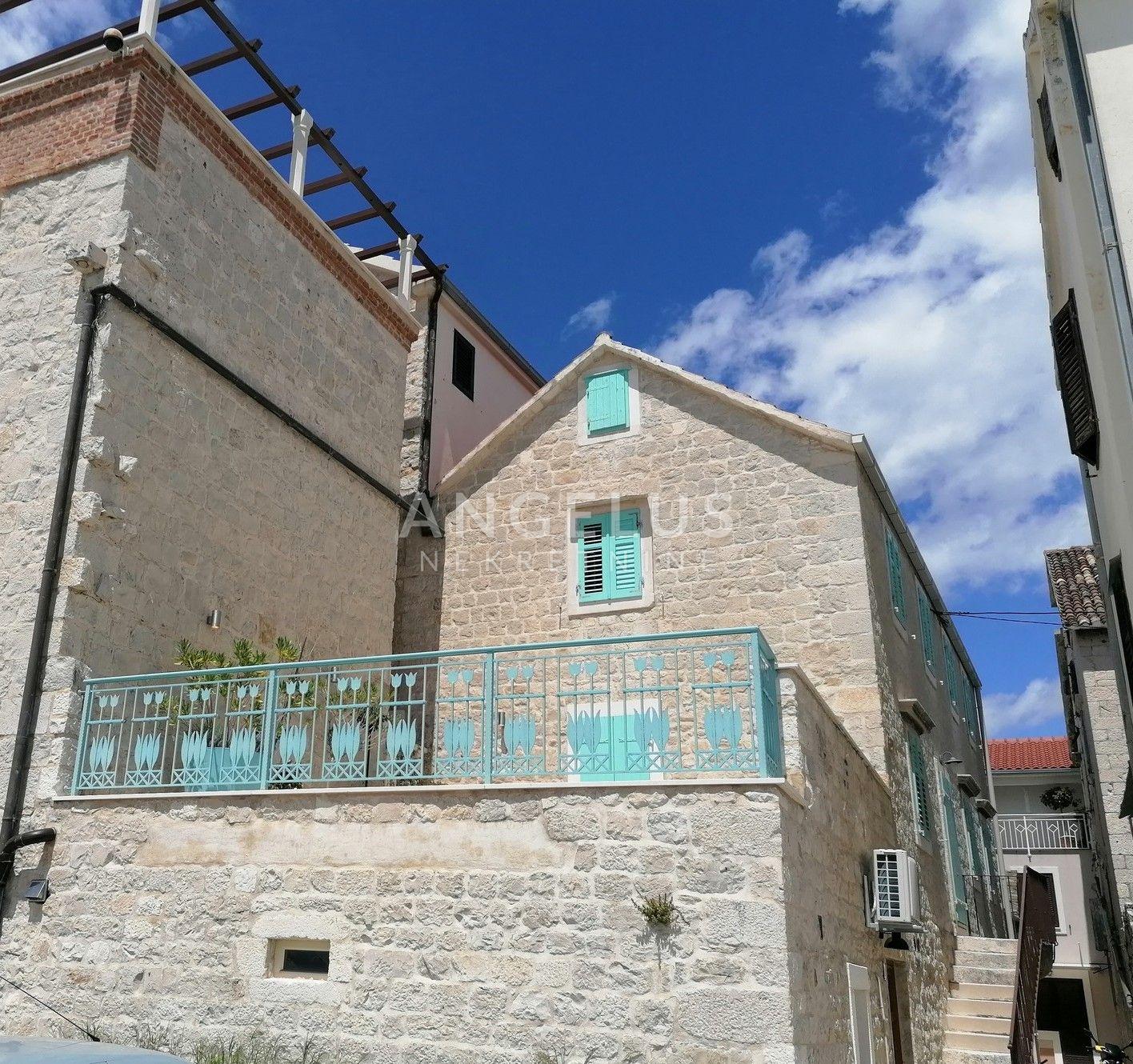 House, 380m², Plot 0m²