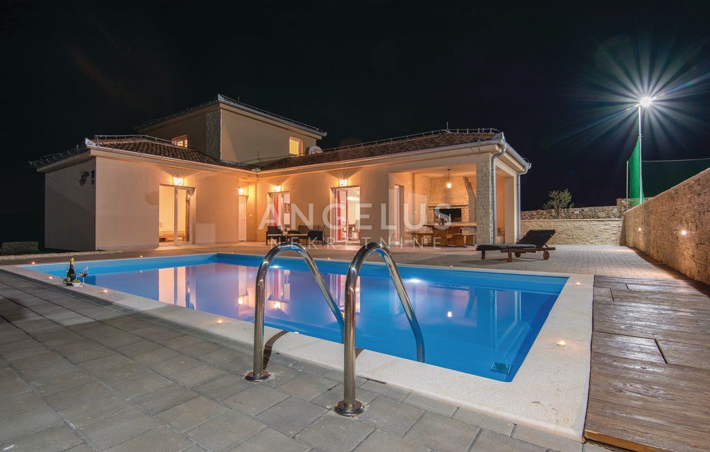 House, 186m², Plot 1233m²