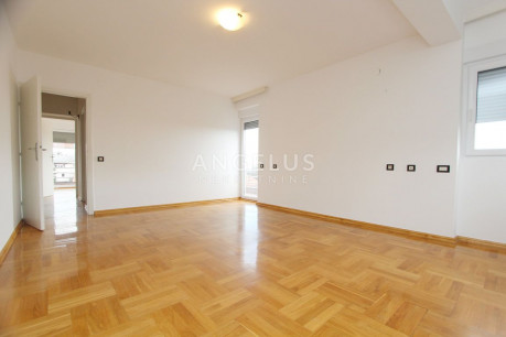 House, 300m², Plot 0m²