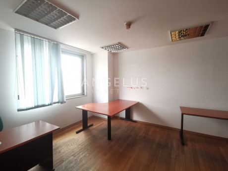 2100m², Office, 1 Floor