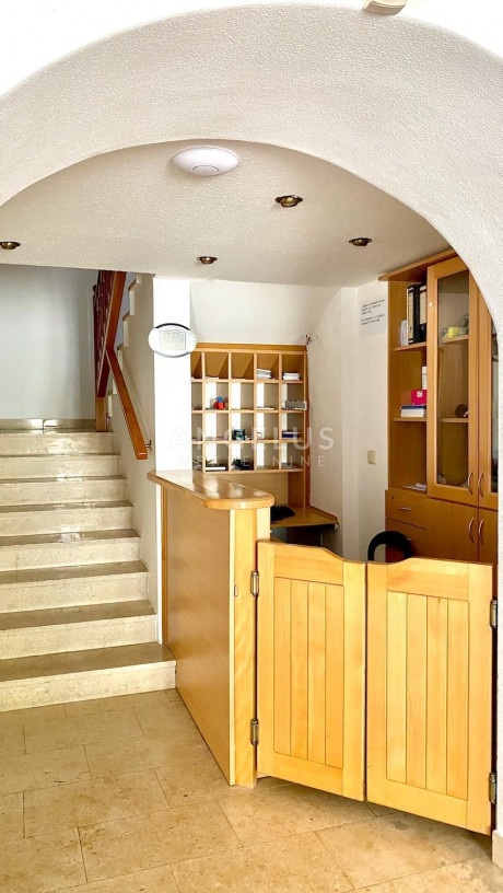 687m², Office, 1 Floor