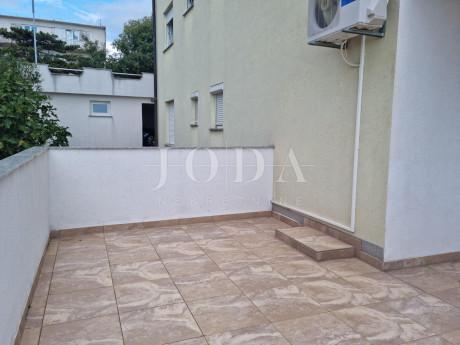 House, 594m², Plot 451m²