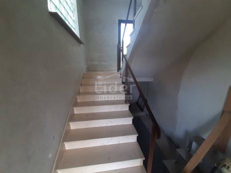 House, 264m², Plot 842m²