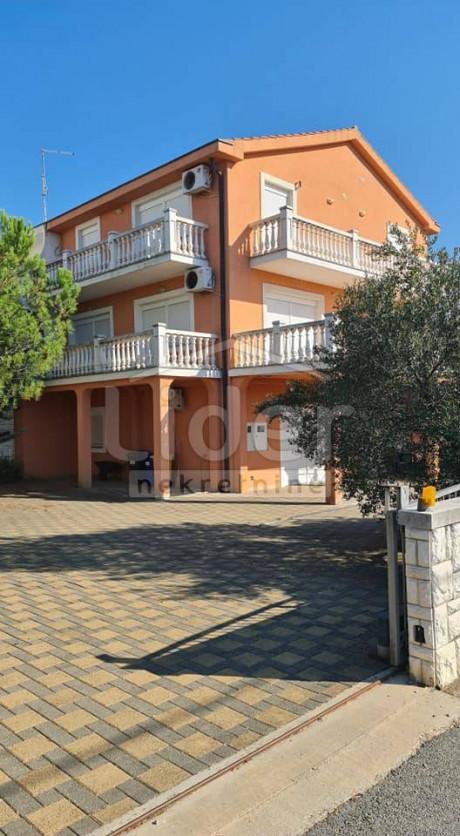 House, 225m², Plot 430m²