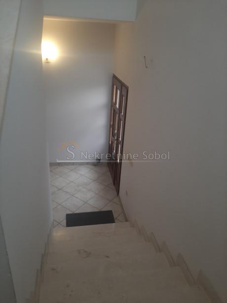 House, 446m², Plot 1104m²