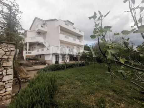House, 370m², Plot 840m²