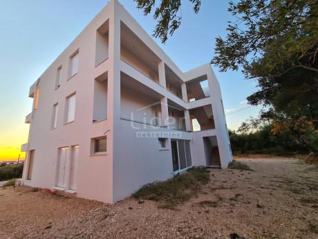 4 rooms, Apartment, 120m², 2 Floor