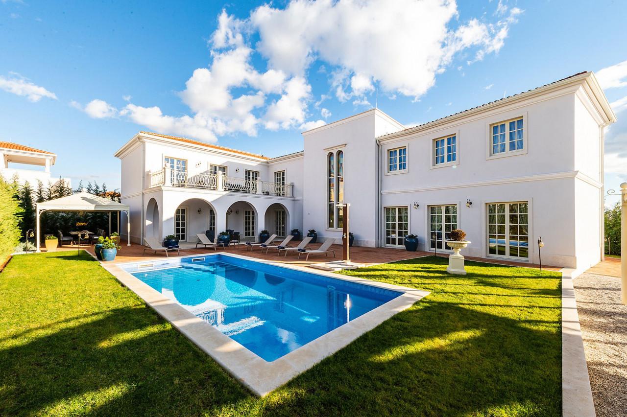 House, 401m², Plot 900m²